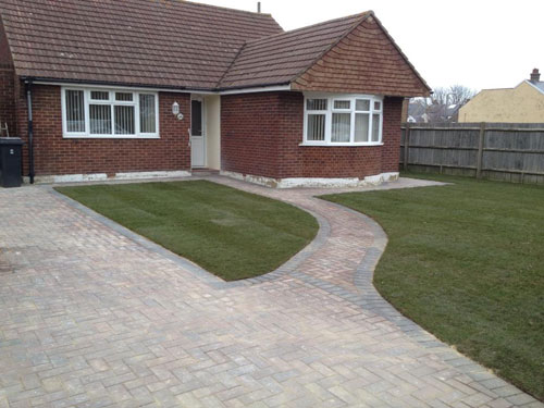 The Grass Master - Driveways