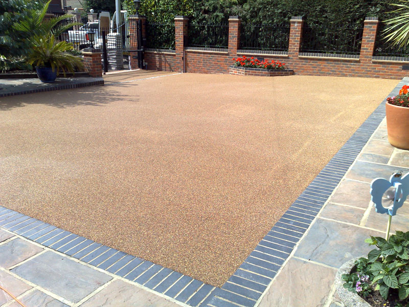 The Grass Master - Resin Bound & Resin Bond Surfaces